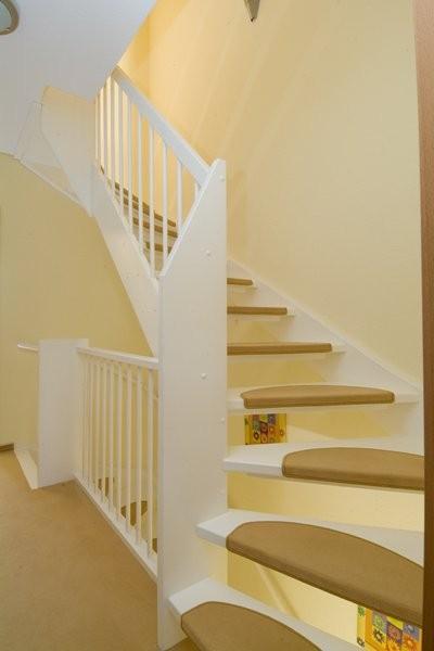 Houten trappen bouwpakkettrappen en doe het zelf trappen for Houten trappen op maat gemaakt